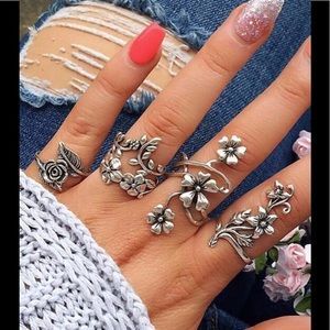 Jewelry - ☘️$7 added to purchase! Wrap flower ring set 4 pc✨